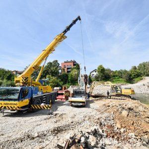Mayor signs contract on new Green Bridge construction
